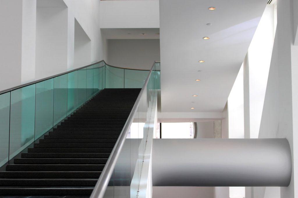 Photo d'escalier et de tuyauterie